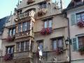 05: Das Maison des Têtes, dessen Fassade mit mehr als 100 Köpfen verziert ist